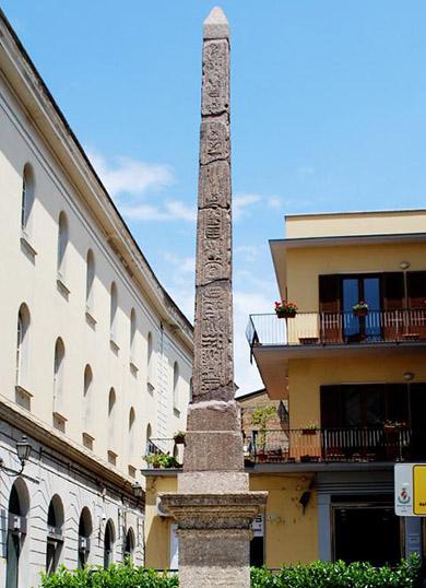 Египетский обелиск(L'obelisco Egiziano)