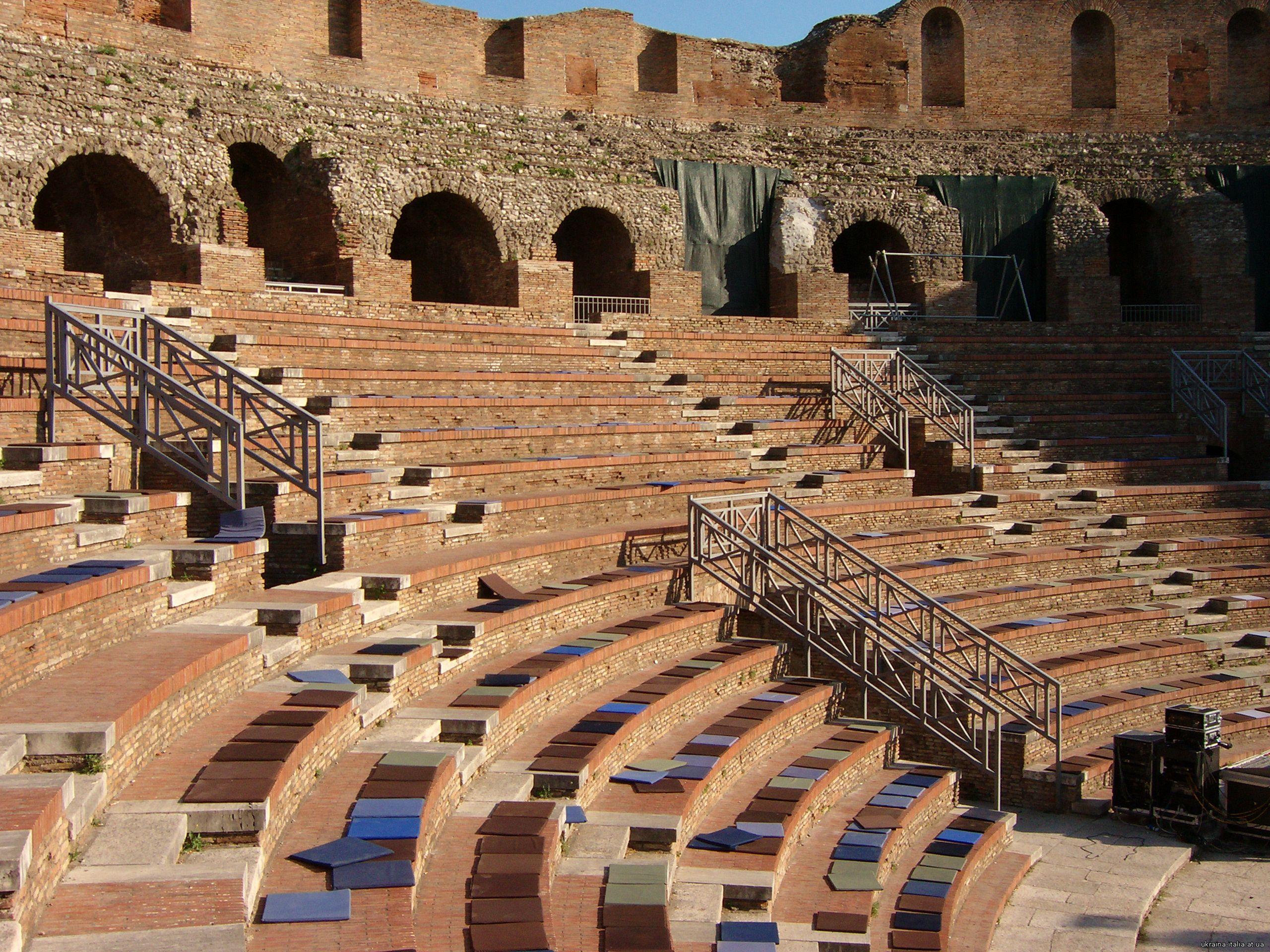 Римский амфитеатр Беневенто(Teatro Romano)