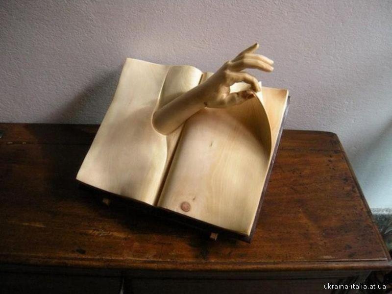 Деревянные книги от Нино Орланди