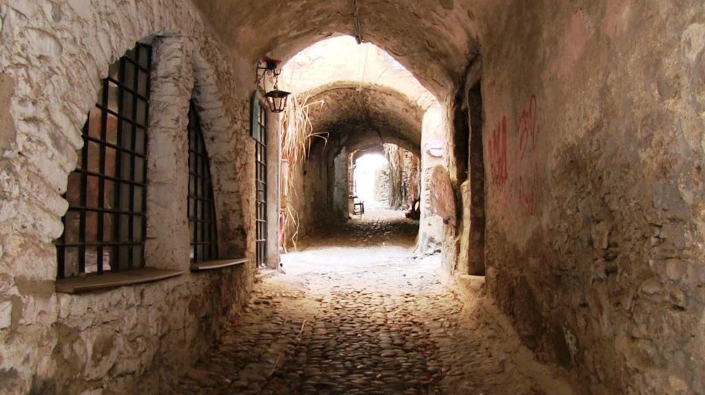 Городок художников Буссана-Веккья в Лигурии, Италия