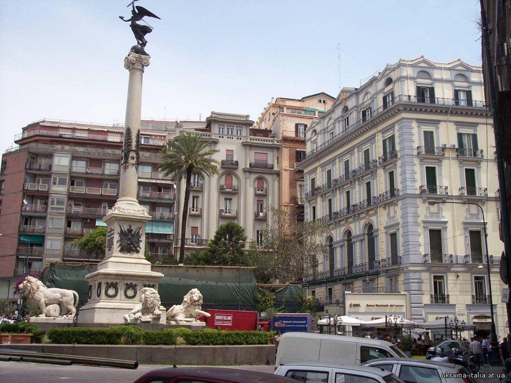 Площадь Мучеников в Неаполе