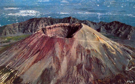 Гора Везувий — стратовулкан в Заливе Неаполя, Италия