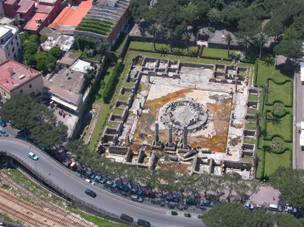 Мацеллум («Храм Сераписа»)Macellum of Pozzuoli ('Temple of Serapis')