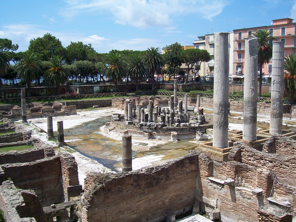 Мацеллум («Храм Сераписа»)Macellum of Pozzuoli ('Temple of Serapis')
